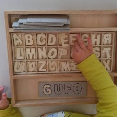 prescrittura con lettere di legno